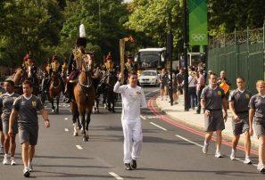 La antorcha inicia trayecto por Londres