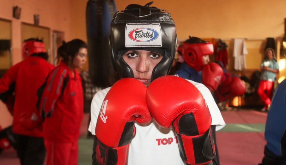 Boxeadora adolescente afgana irá a JJOO
