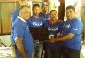 Federación Ajedrez entrega computadora a campeón nacional