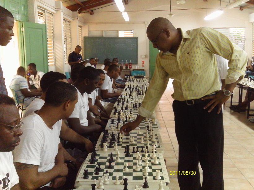 Puntiel celebra segunda simultánea ajedrez La Victoria