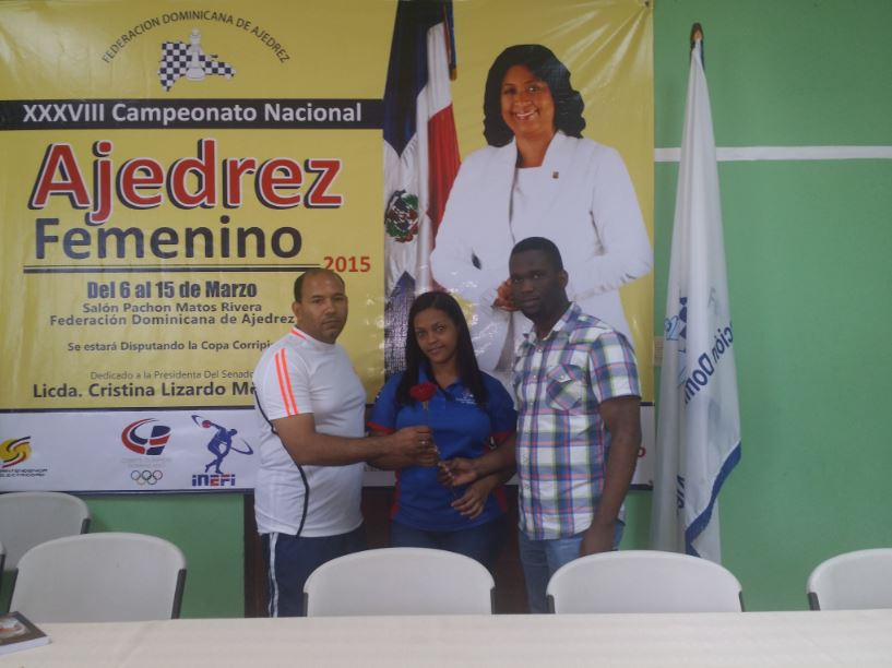 Wilsaida Díaz lidera ajedrez superior femenino