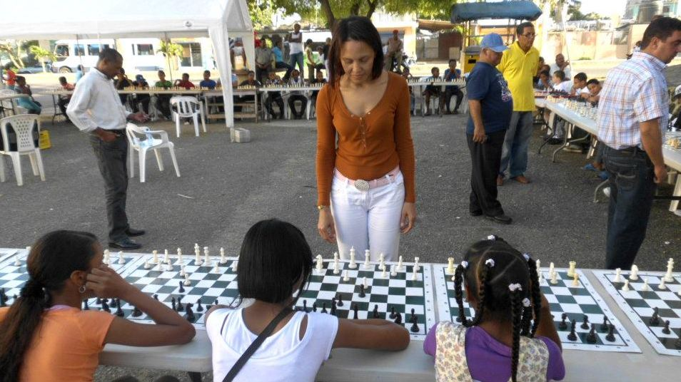 Club ajedrez Los Guarícanos celebra gran simultanea