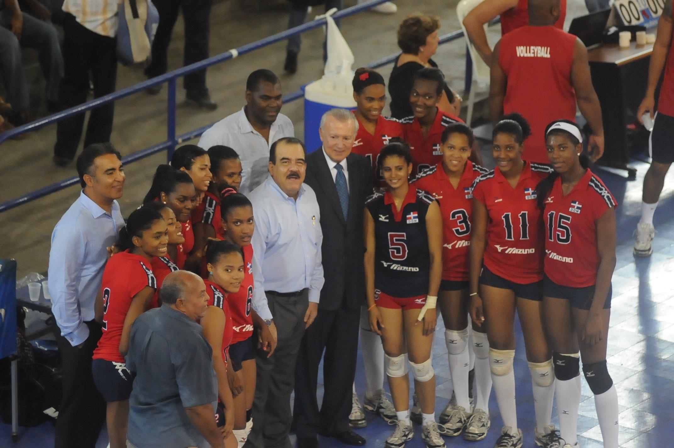 Equipos juveniles EE.UU. y RD dividen fogueo voleibol