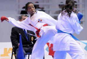 Ana Villanueva conquista oro en karate