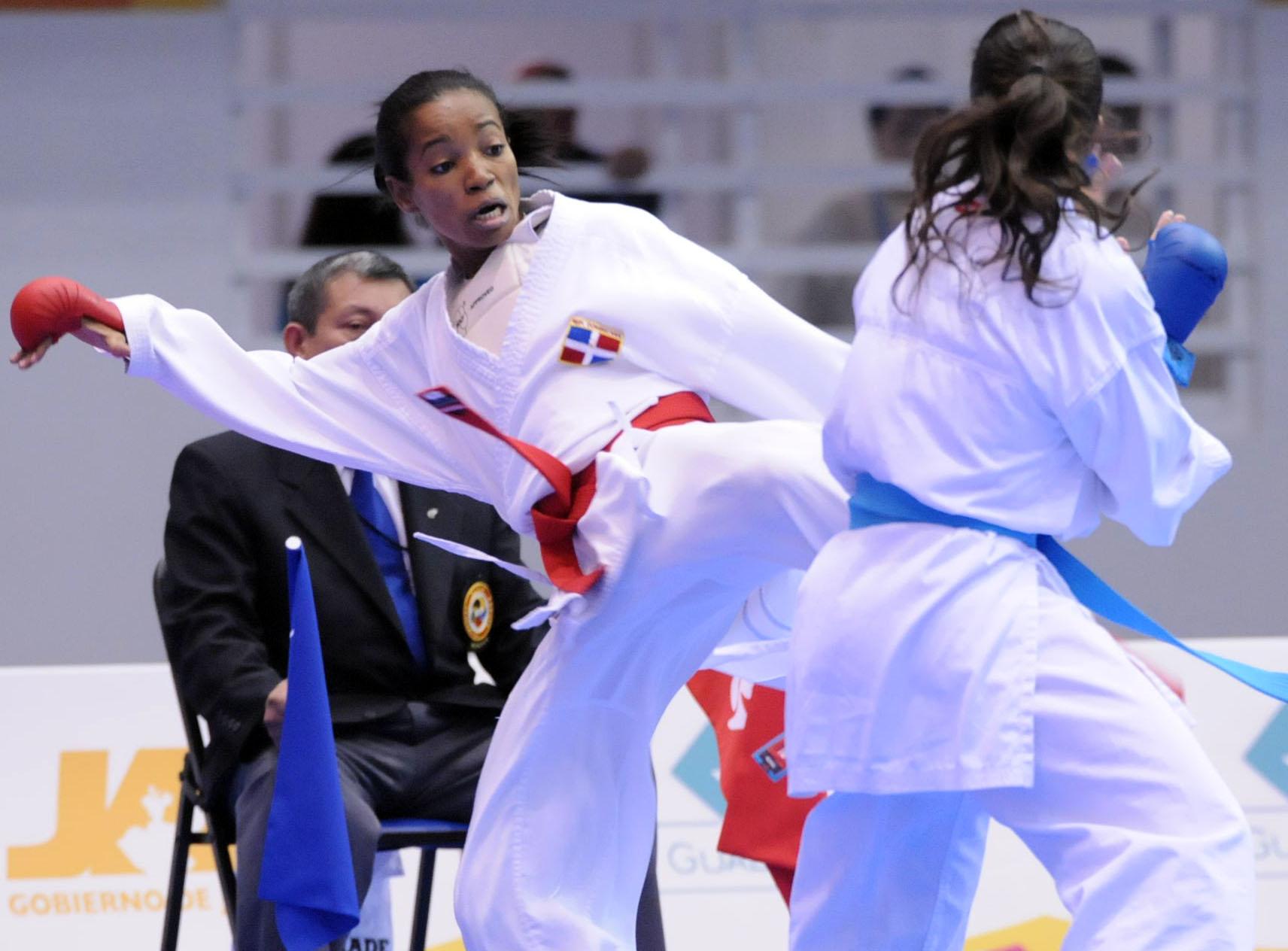 Karatecas aseguran tres medallas de bronce