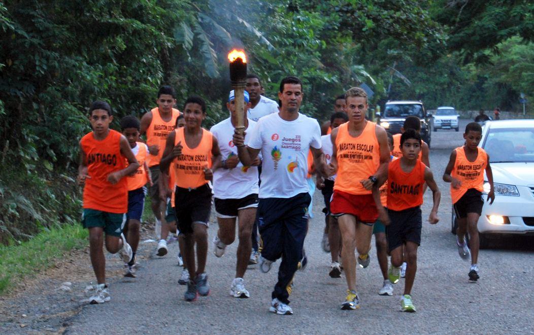 Antorcha lleva fiesta a municipios de Santiago