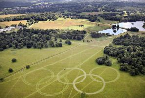 Aros olímpicos reciben a los viajeros en Londres