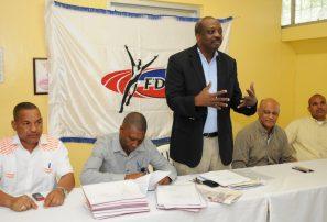 Federacion Atletismo aprueba programa competencias 2012