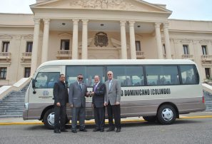 Gobierno dona moderno autobús al COD