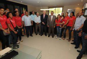 COD recibe equipo femenino balonmano