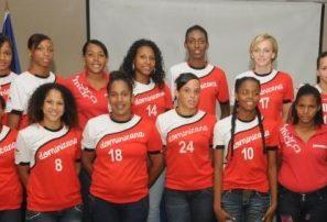 Equipo femenino de Balonmano RD entrena en Cuba