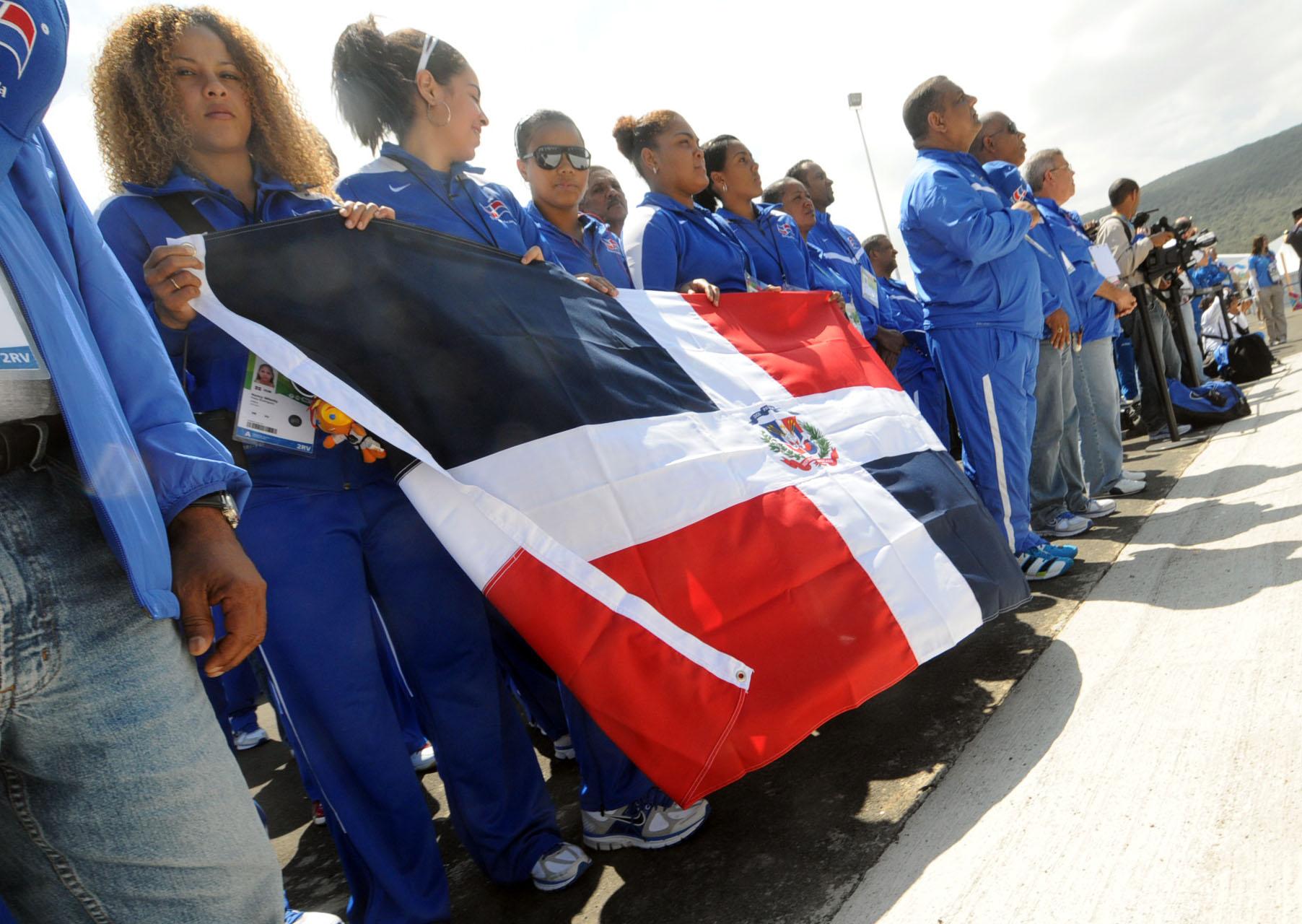 Gaby, balonmano y voleibol encabezan inicio Panam