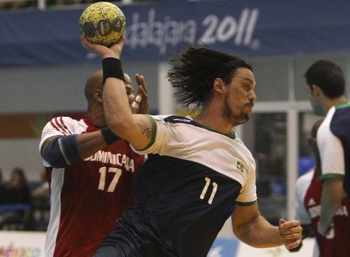 RD pierde de Brasil en balonmano; peleará bronce