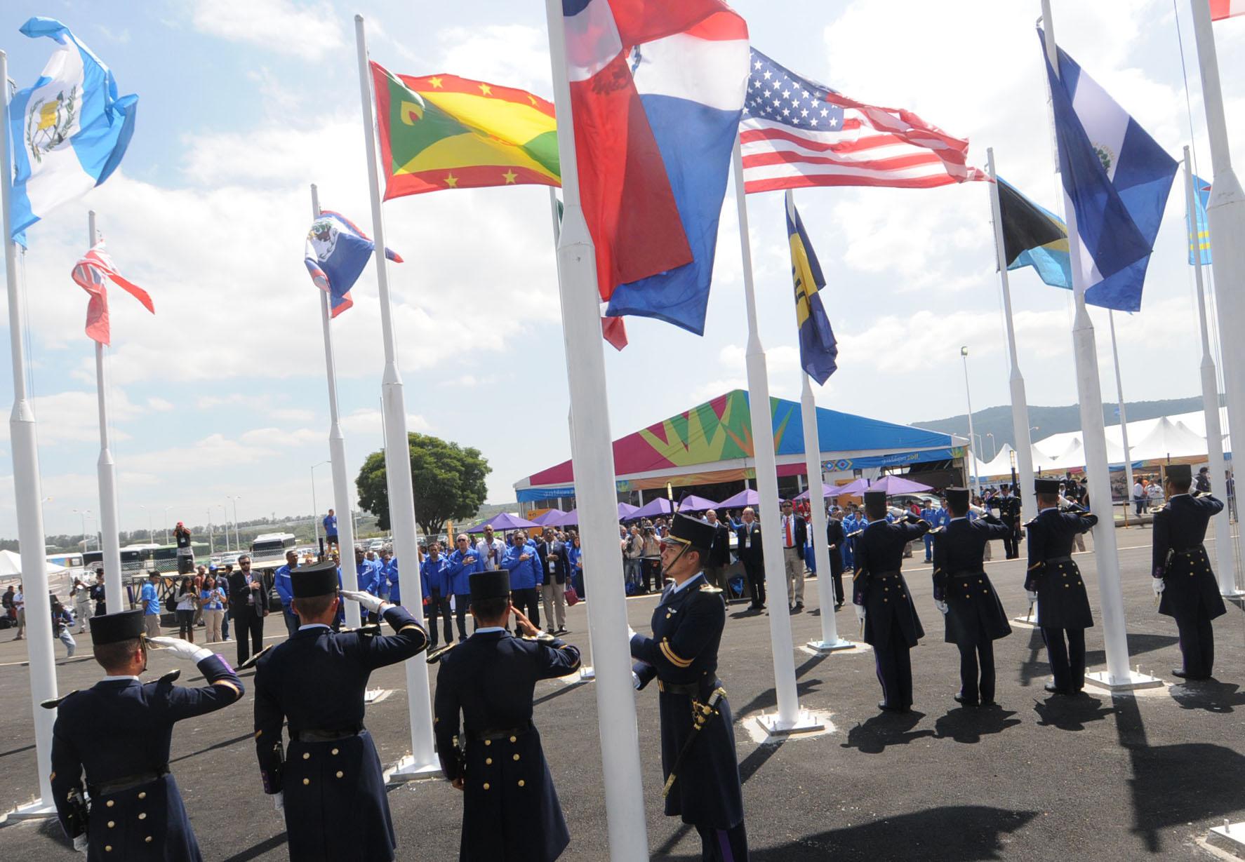 Emotividad y patriotismo en izamiento de bandera en Panam