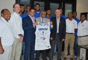 Mejía recibe equipo basket clasificó a mundial sub-19