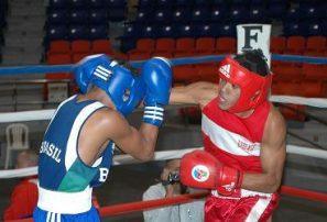 Salazar y Medina sobresalen en Copa Romana de Boxeo