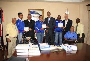 Entregan incentivo a medallistas Parapanamericanos