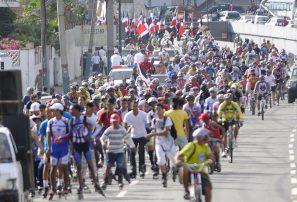 Miles de personas apoyan cabalgata en honor a Duarte