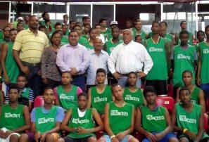 Fedombal inicia campamento para talentos basket