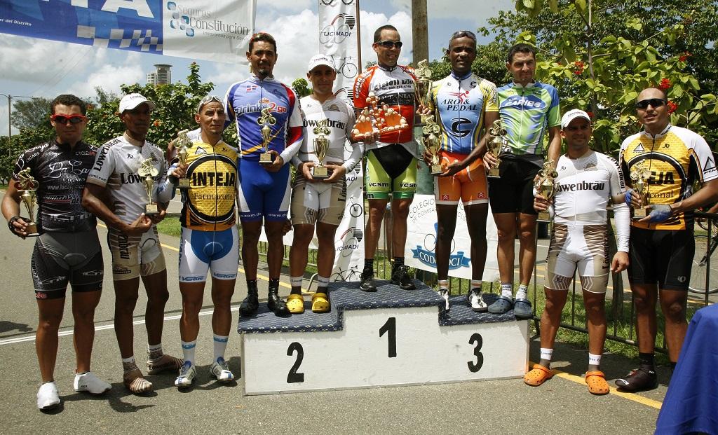 Los Pimentel sobresalen ciclismo máster
