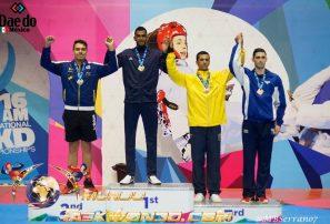 Moisés Hernández conquista oro en Panam de Taekwondo