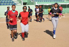 Softbol abre academia infantil para niñas