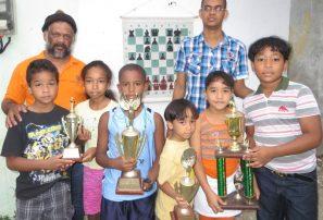 Mata y Acevedo ganan torneo nacional infantil ajedrez