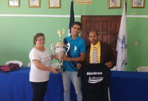 Crispin campeón torneo nacional de ajedrez sub 25