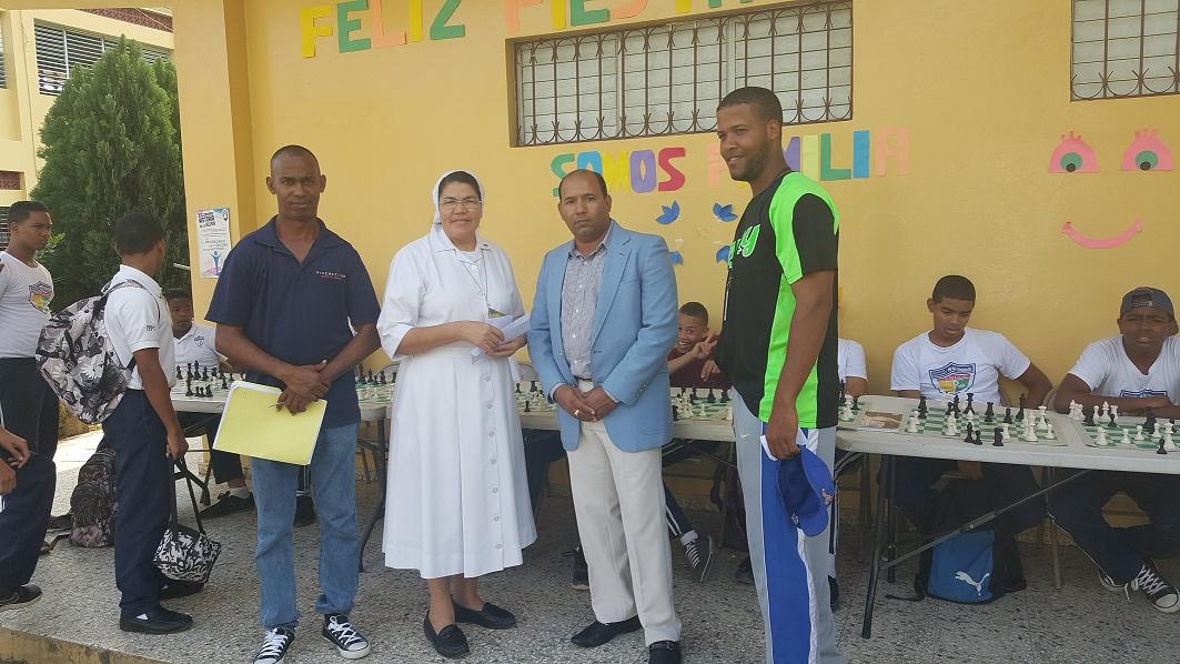 Imparten clínica ajedrez en el Instituto Politécnico de Villa Duarte