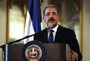 Presidente Medina entrega bandera a delegación es lunes