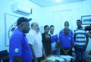 Atleta cubana comparte con integrantes selección remo