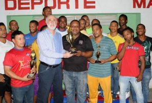 Azua impone jerarquía en campeonato nacional lucha