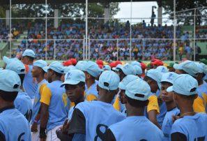 Santiago, Cotuí y San Cristóbal avanzan en Béisbol  Escolar