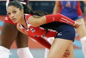 Brenda Castillo recibe tres premios en Copa Panam