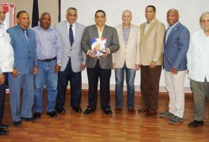 Chanlatte publica libro y pide mayor apoyo al deporte
