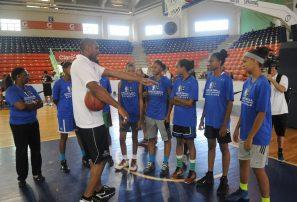 Jugadoras sub-18 y sub-19 de Fedombal reciben clínicas