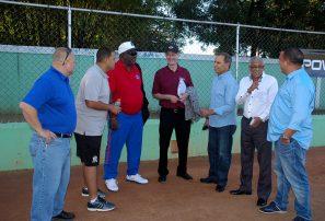 Inspeccionan estadios RD para campeonato panam de softbol