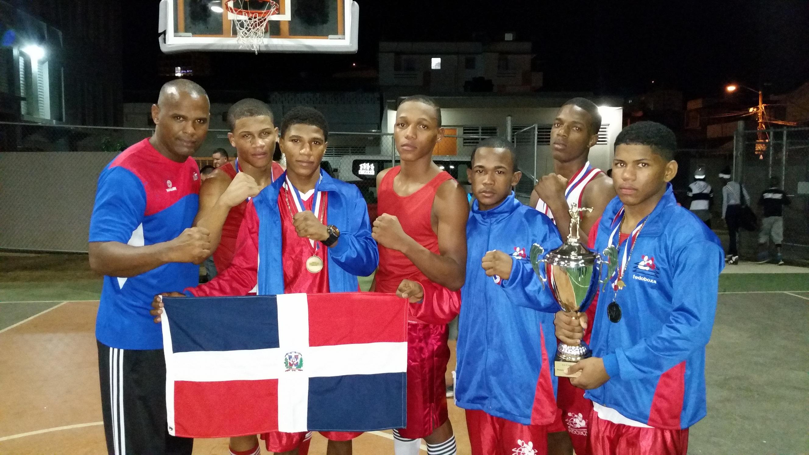 RD gana copa navideña de boxeo en Puerto Rico