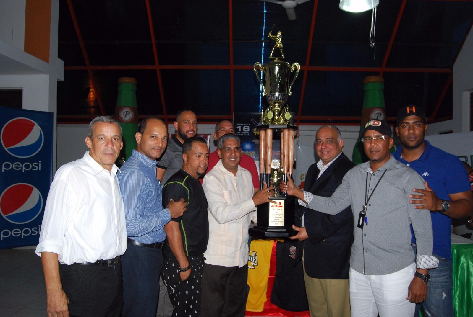 Inicia este sábado VII Clásico de Softbol en Santiago