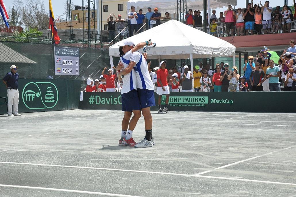 RD gana partidos dobles y coloca 2-1 Copa Davis