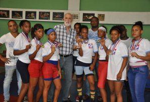 Azua repite como campeón Copa Restauración de Lucha