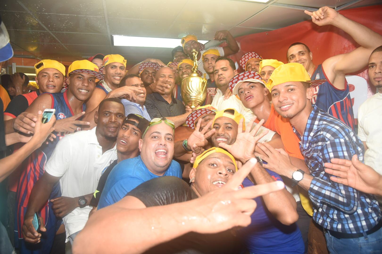 Pueblo Nuevo, campeón basket Santiago;  Peña, elegido JMV