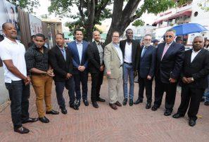 Creso abre exposición en homenaje a atletas en parque Independencia