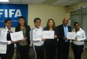 Finaliza curso para entrenadores de fútbol femenino