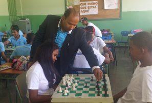 Imparten clases de ajedrez en el Liceo Minerva Mirabal