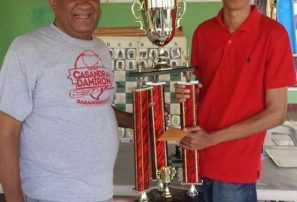 Octavio Feliz Gómez gana torneo de ajedrez en Barahona