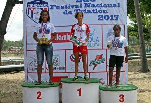Acevedo y Sofía conquistan Festival Nacional de Triatlón
