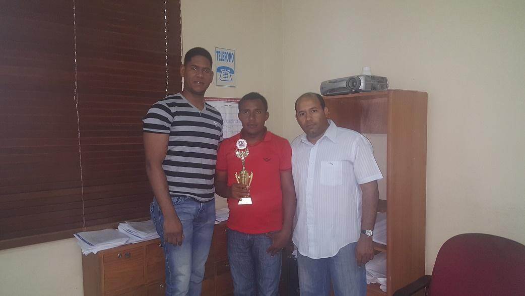 Jugador invidente gana Campeonato de Ajedrez en Neyba