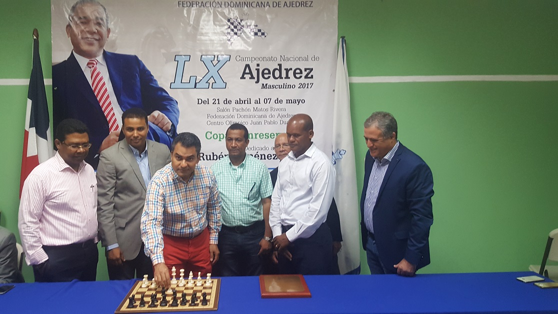 Muñoz sigue encabezando nacional ajedrez masculino