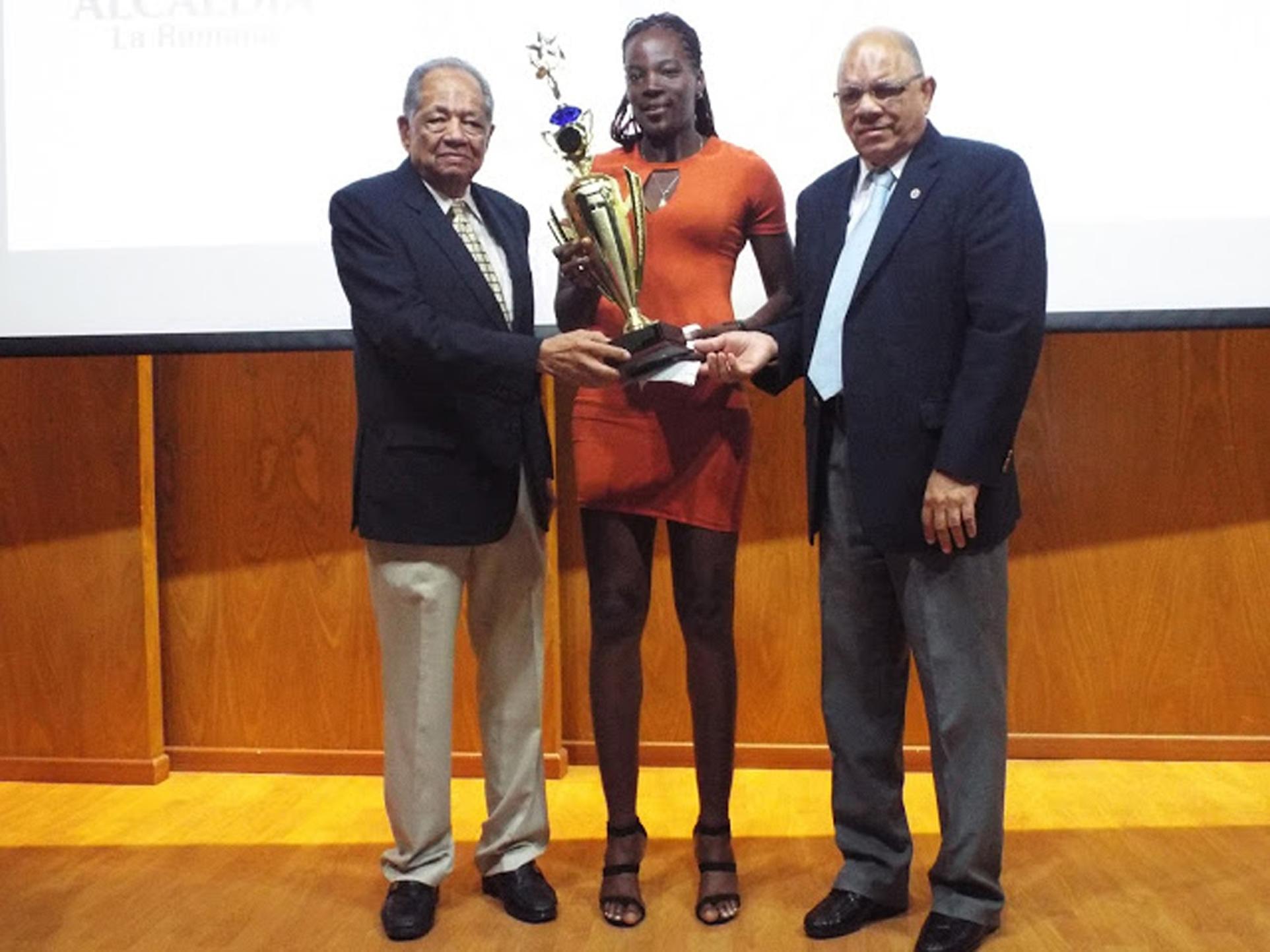 La Romana reconoce a sus mejores atletas del 2016
